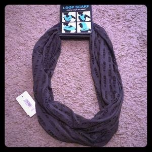 Accessories - NWT gray loop scarf.